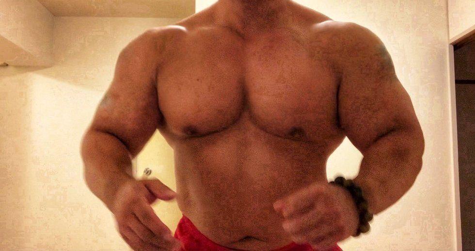 「STRONG MAN」のカバー写真